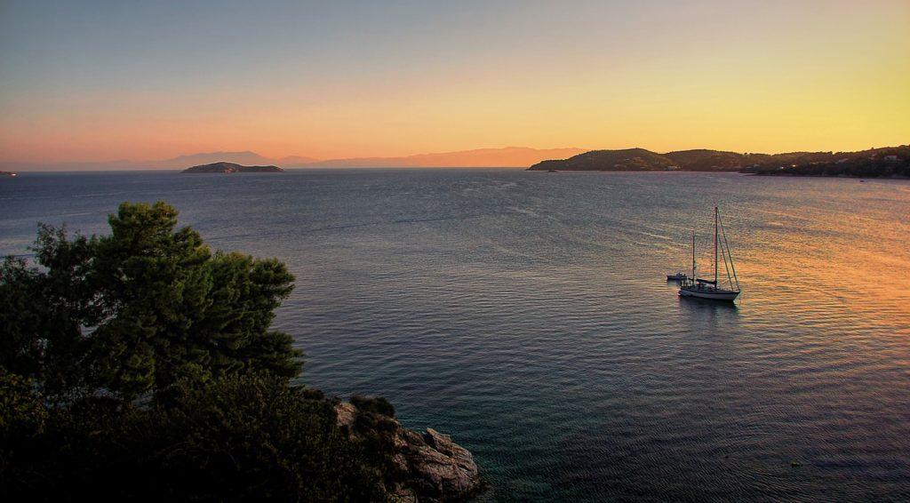 Где в Греции можно встретить знаменитость или где отдыхают звезды? 9