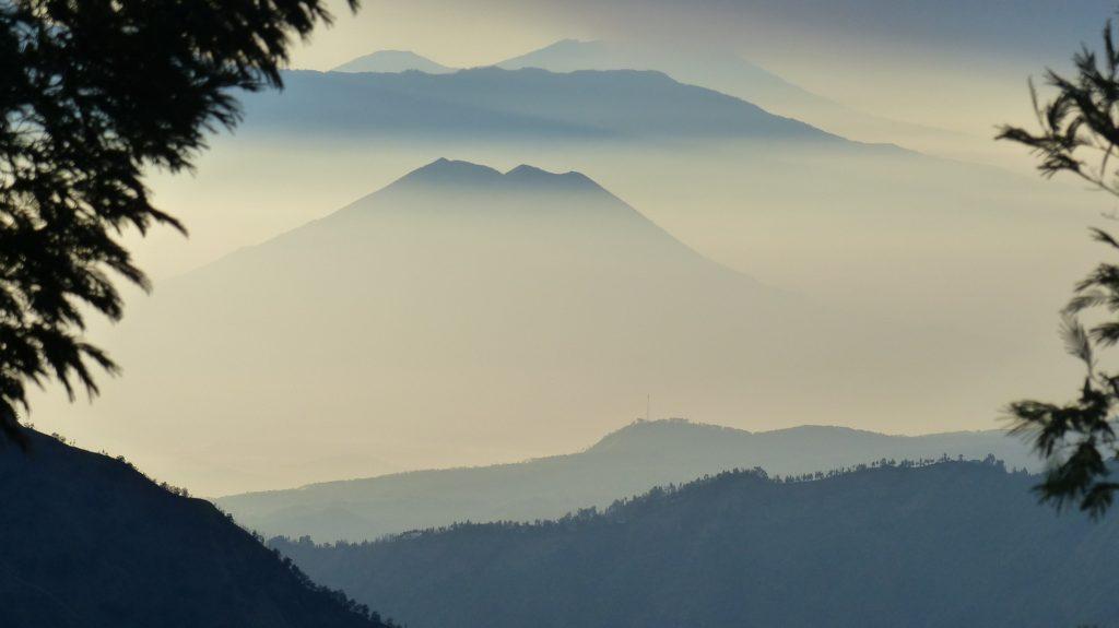Санторини и Помпеи: две трагедии, изменившие мир.                                     Часть 1. Вулканы Земли 12