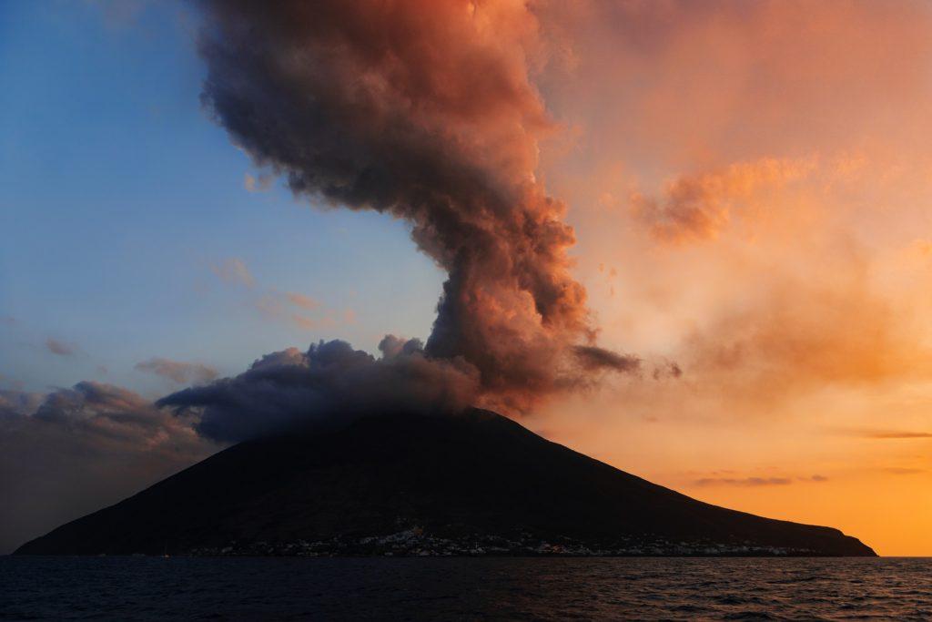 Санторини и Помпеи: две трагедии, изменившие мир.                                     Часть 1. Вулканы Земли 11